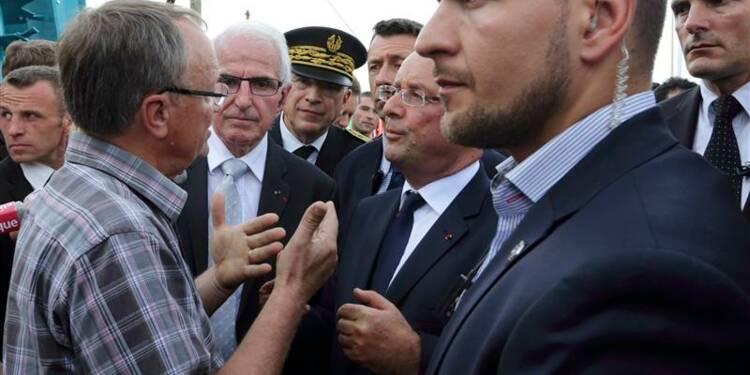 François Hollande chahuté par des agriculteurs en Auvergne