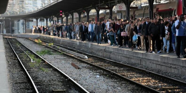 La grève à la SNCF reconduite, le gouvernement inflexible