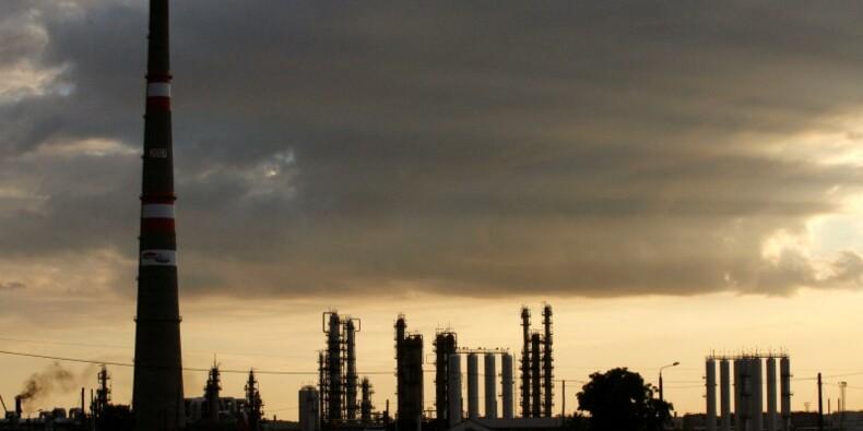 Pas de pression sur le pétrole malgré les tensions, estime l'AIE