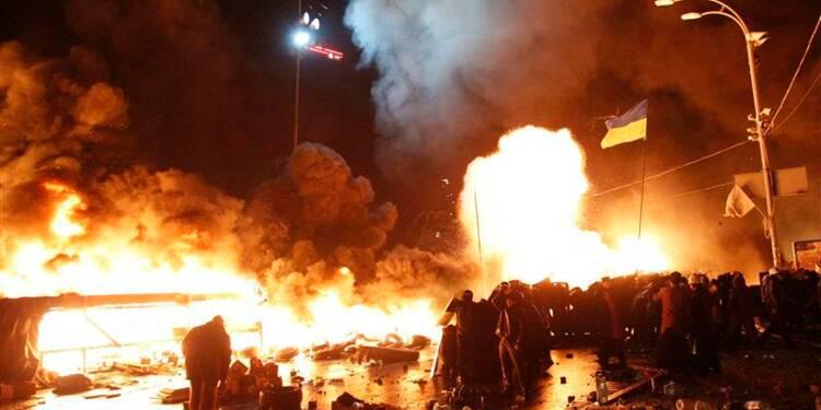 La police ukrainienne avance sur la place de l'Indépendance