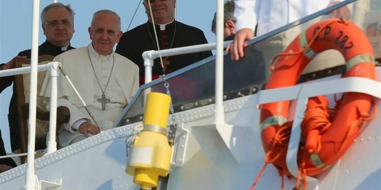 Le pape François à Lampedusa, solidaire des migrants