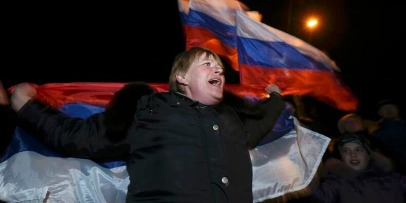 Des tirs signalés en Crimée, manoeuvres diplomatiques à Moscou