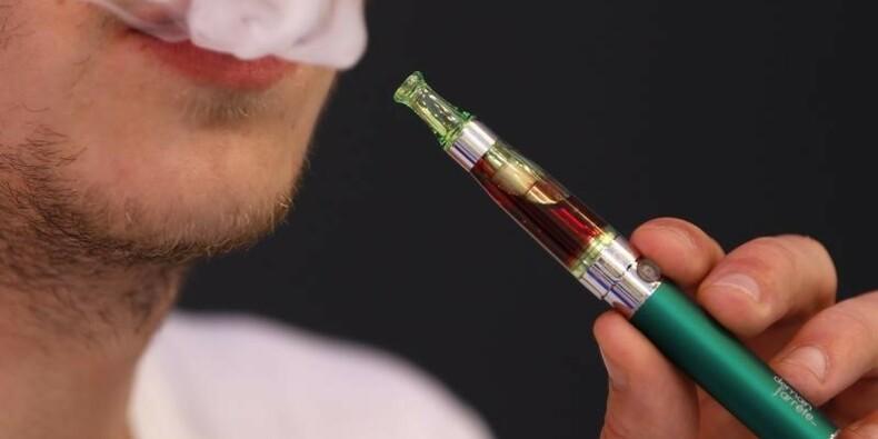 """L'e-cigarette pourrait sauver des """"millions de vies"""""""