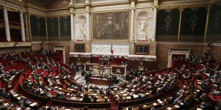 """Les députés """"frondeurs"""" du PS votent le budget rectificatif"""