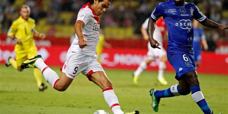 Ligue 1: le PSG provisoirement en tête