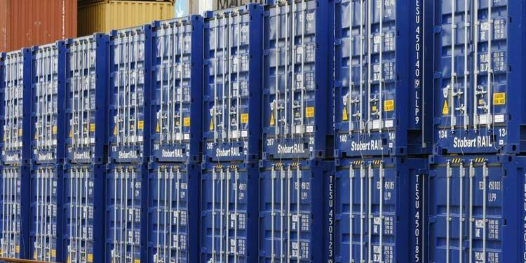 Légère diminution du déficit commercial britannique en novembre