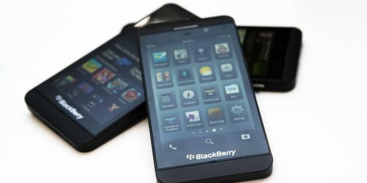 BlackBerry annonce une restructuration, supprime 4.500 emplois