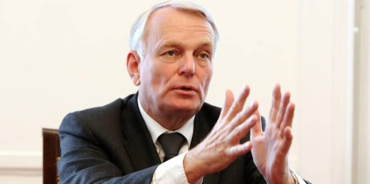 """Jean-Marc Ayrault """"assume"""" les impopulaires hausses d'impôts"""