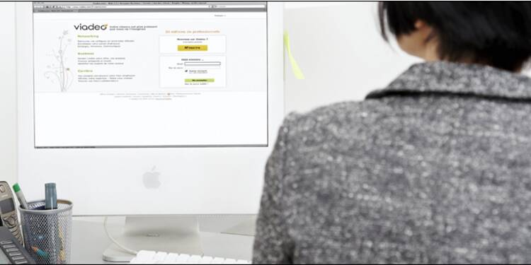 Facebook, Linked-In, Viadeo... comment utiliser les réseaux sociaux pour trouver un job