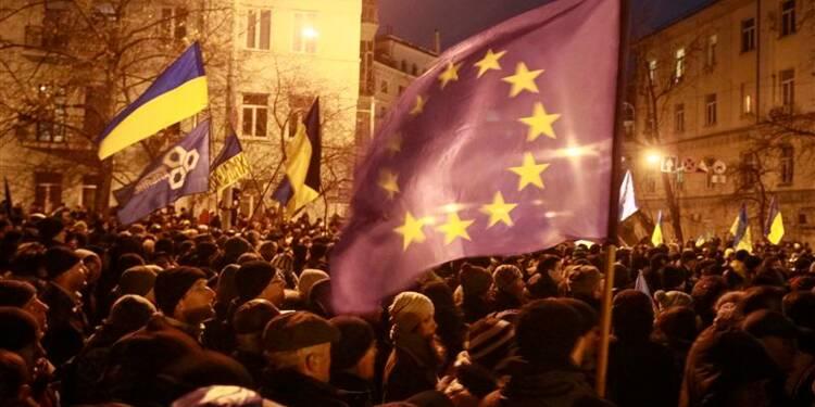 Kiev se dit prêt au dialogue mais réclame la fin du blocus
