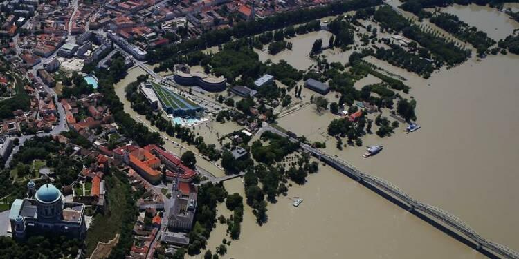 Budapest échappe aux inondations, la menace se déplace