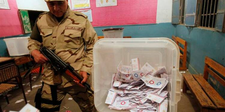 """Large victoire du """"oui"""" en Egypte, selon un responsable"""