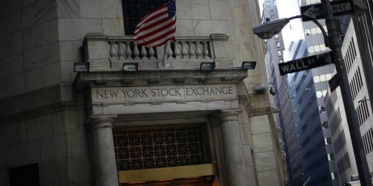 Wall Street ouvre en baisse après des statistiques décevantes
