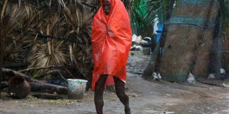 Le cyclone Phailin atteint la côte est de l'Inde et faiblit