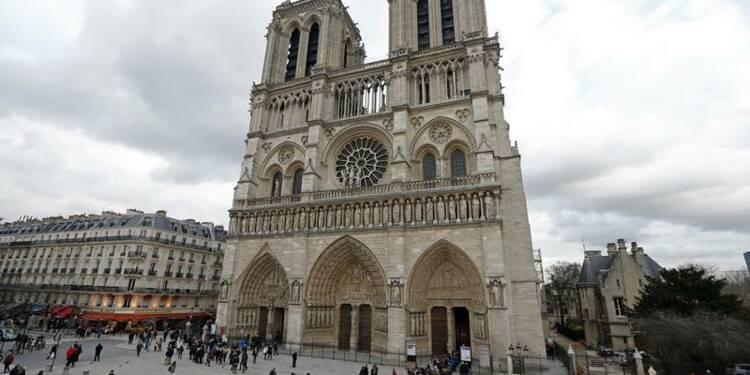 La classe politique s'empare du suicide à Notre-Dame