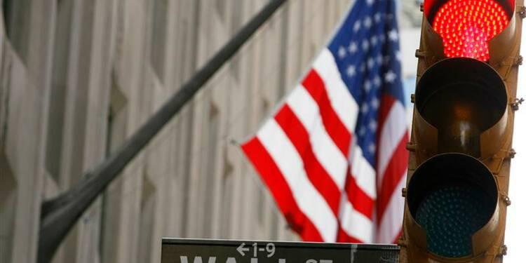 Wall Street ouvre en léger recul, soutien des ventes au détail