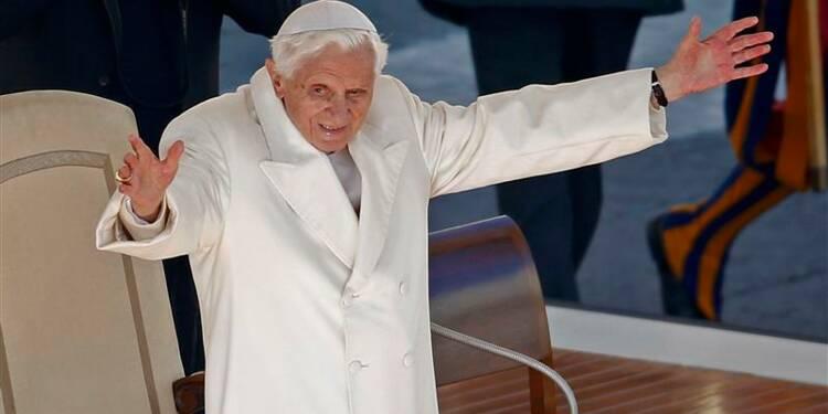 Adieux émus du pape qui démissionne