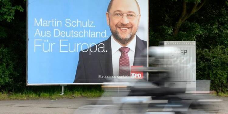 Le centre droit accroît son avance avant les européennes