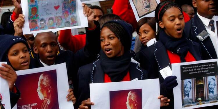 Amélioration de la santé de Mandela qui demeure hospitalisé