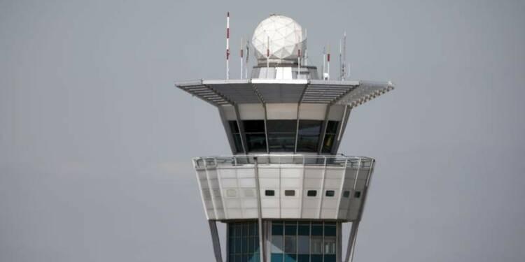 Menace de grève des contrôleurs aériens fin juin