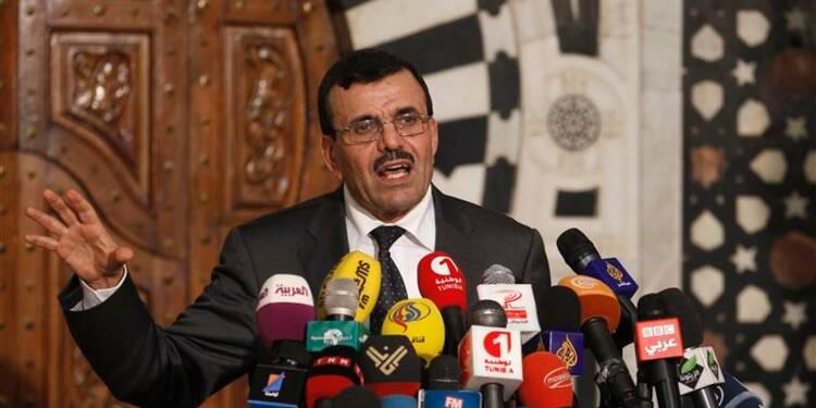 Le Premier ministre entend rester au pouvoir en Tunisie