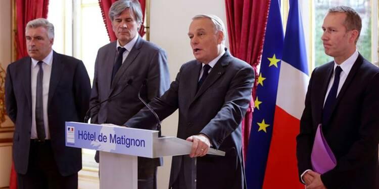 Jean-Marc Ayrault suspend la mise en oeuvre de l'écotaxe