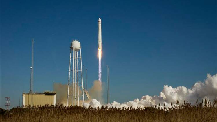 Un vaisseau cargo Cygnus s'arrime à l'ISS
