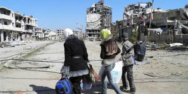 Tirs de mortier à Homs avant l'entrée d'un convoi de l'Onu