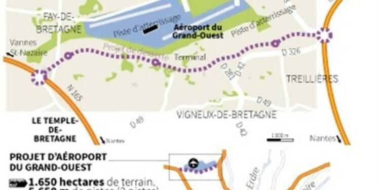 Ayrault confirme l'aéroport de Nantes, promet des amendements