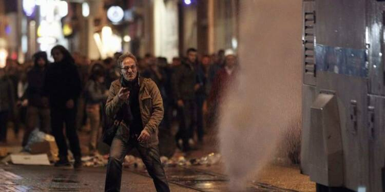 Nouvelle purge en Turquie visant banques, télécoms, médias