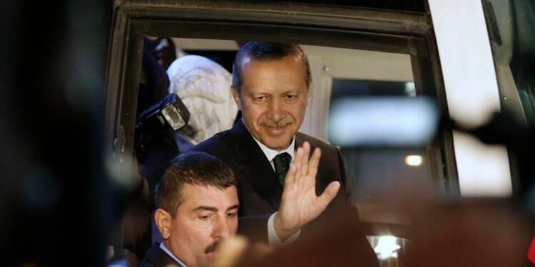 Erdogan acclamé à Istanbul, la contestation continue