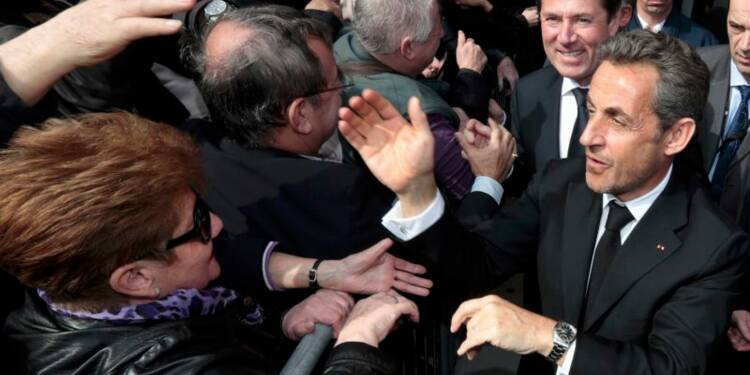 Nicolas Sarkozy s'offre un bain de foule sur fond d'affaires