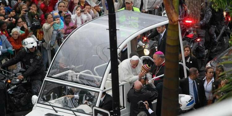 Le pape prône partage et solidarité dans une favela de Rio
