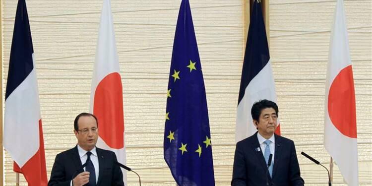 La politique d'Abe au Japon bonne pour l'Europe, dit Hollande
