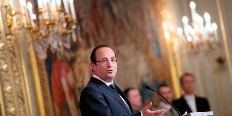 Hollande décore avec humour un ex-camarade de promotion à l'Ena