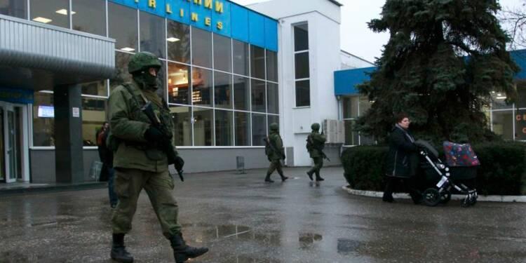 Tension accrue en Crimée, des hommes armés contrôlent l'aéroport
