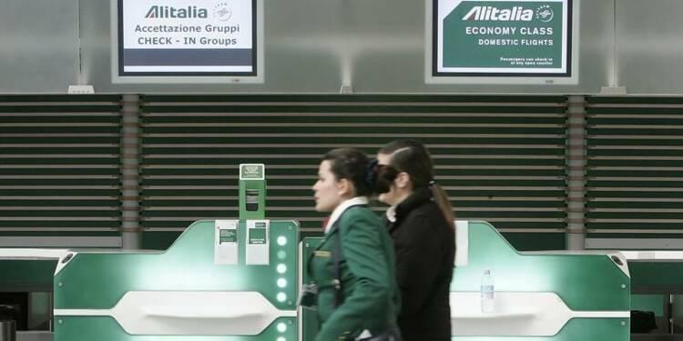 Alitalia supprimera de 2.500 à 2.600 postes, selon les syndicats