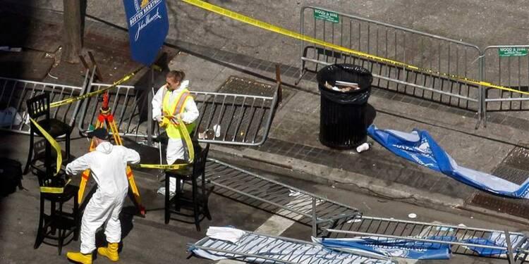 A Boston, les enquêteurs analysent les fragments retrouvés