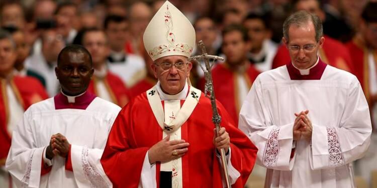"""Le pape célèbre une messe deux jours après une """"indisposition"""""""