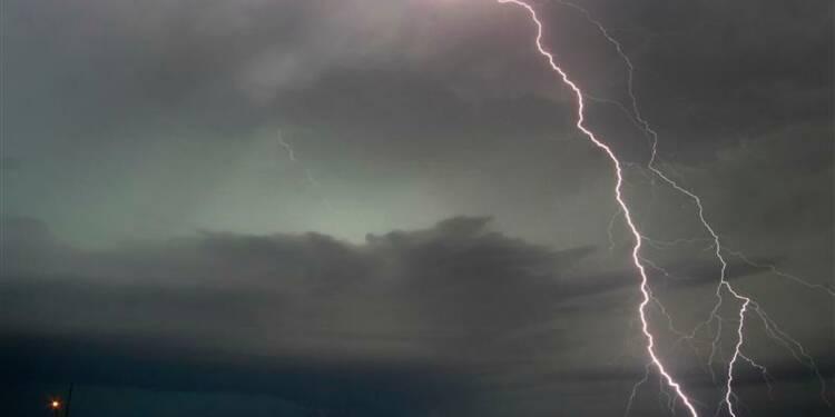 Cinq tués par une tornade vers Oklahoma City