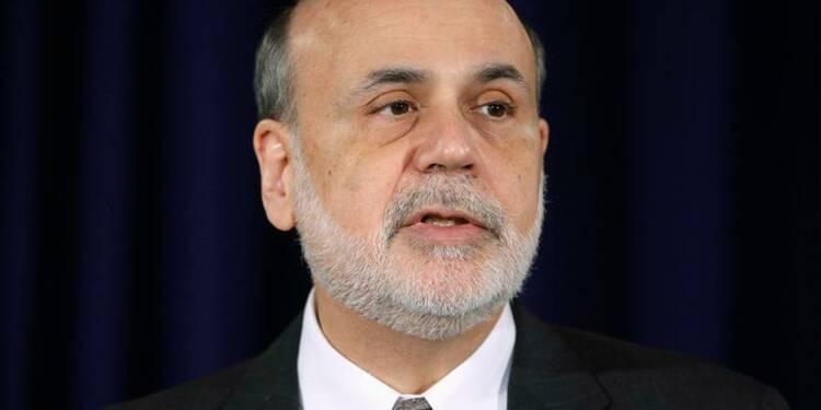 La Fed reste engagée à soutenir la croissance, dit Bernanke