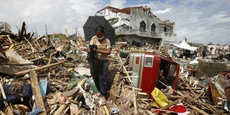 Le bilan du typhon aux Philippines serait de 4.460 morts