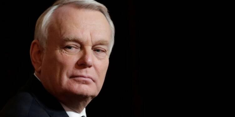 """Ayrault appelle les """"forces démocratiques"""" à faire barrage au FN"""