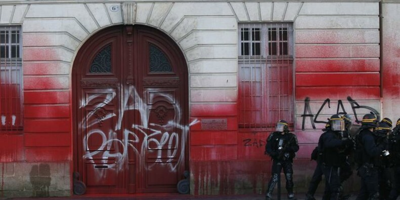 Socialistes et écologistes jouent l'apaisement après les manifestations à Nantes