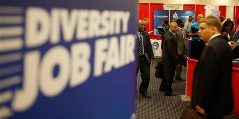 Baisse plus forte que prévu des inscriptions au chômage aux Etats-Unis