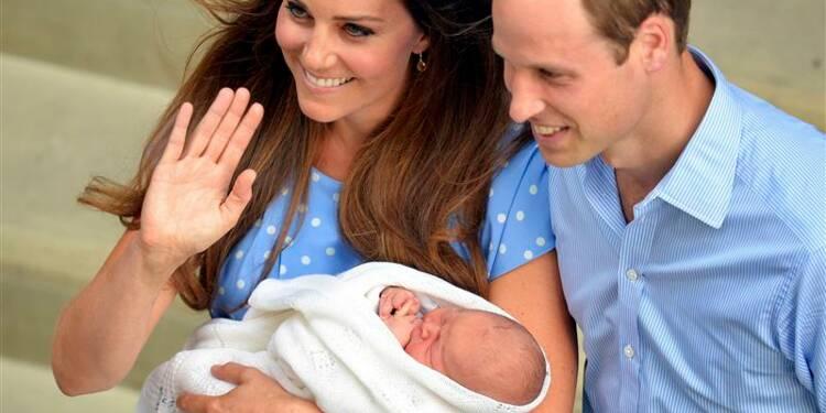 """Première apparition de William et Kate avec le """"royal baby"""""""