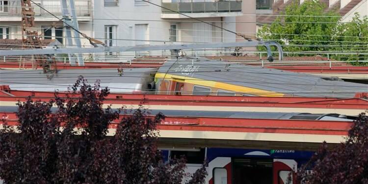 Un train Corail déraille dans l'Essonne