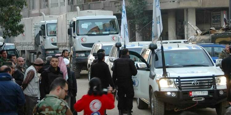 Tirs sur un convoi humanitaire à Homs, raids à Alep