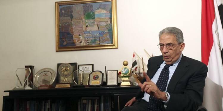 Amr Moussa, ex-ministre de Moubarak, préside la constituante