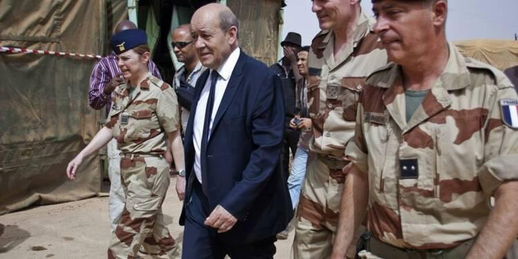 Le Drian passe la Saint-Sylvestre au Mali avec les forces Serval